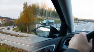 Skribenten fick en chock när föraren framför plötsligt gjorde en u-sväng på motorvägen. Bilder: Lars Windh / Fredrik Sandberg/TT