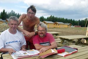 Stefan Larsson, längst till höger i rödrosa tröja, inför O-ringen i Mohed 2006. Foto: Leif Sundell, Arkiv