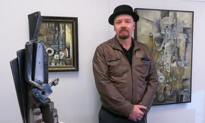 Anders Thomasson debuterar som konstnär vid 52 års ålder.