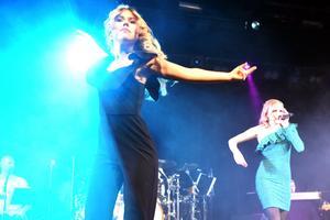Olivia Larsson Kind bjöd på dans medan Wilma Björkman sjöng Dear future husband av Meghan Trainor.