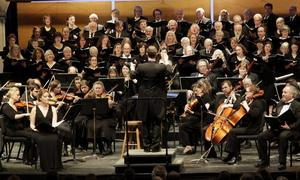 Mozarts Requiem framförs av Juneau symphony orchestra tillsammans med Juneau Bach society chorus under dirigenten Kyle Wiley Picketts ledning (april 2014). Foto: James Brooks/TT