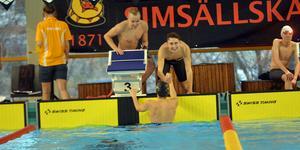 Sundsvalls lagkappslag jublar efter segern i 4x100 meter medley för pojkar 16. Laget bestod av Albin Hedlund, Jonathan Nilsson, Melker Rosengren och Jakob Wassberg.