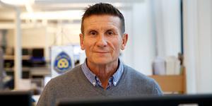 """Kriminalkommissarie Johan Allard, här i sin vanliga arbetsmiljö på utredningsenheten i polishuset i Södertälje, tror att den fjärde gärningsmannen i """"Kettlebell-rånet"""" på Nygatan kommer att plockas innan han slutar som polis."""