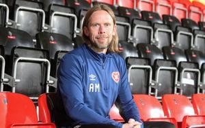 Hearts assisterande tränare, Austin MacPhee, var på plats i Östersund under tisdagskvällen.