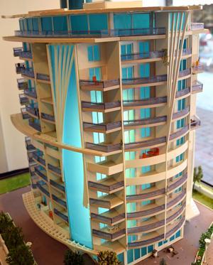 Modell av ett nybygge. Här har tre Borlängefamiljer köpt lägenhet.