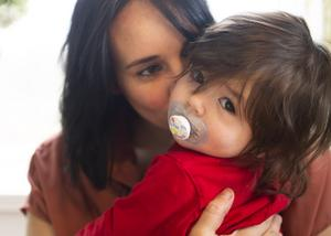 För tio månader sedan fick paret Backéus-Malmcrona tillökning, dottern Saga kom till världen.