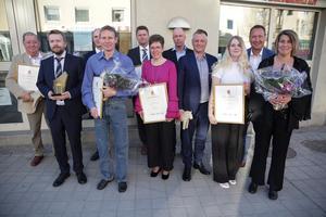 Här är representanter för alla vinnarna vid företagsgalan. Från vänster Sven-Erik Danielsson (Årets kommunprofil), Dennis Lindberg (Årets företagare), Sören Karlén (Årets förening), Magnus Gustafsson (Årets landsbygdsföretag), Mattias Lindberg (Årets företagare), Nenne och Jörgen Lawner (Årets förening) samt Magnus Gardsjö, Emma Johansson, Mattias Fagerheim och Lotta Torstensson (samtliga Årets köpman).