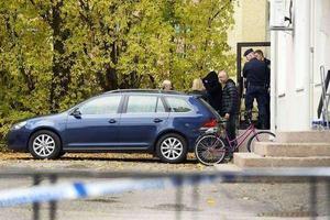 Polisinsatsen i kvinnans bostad blev våldsam.