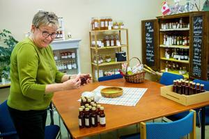 Eva Magnusson har en kombinerad butik och restaurang där hon anordnar matevent.