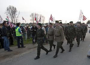 Ungerska extremister knutna till rörelsen Jobbik marscherar. Det finns anledning att oroa sig för det ökade stödet för högerextrema partier, skriver Cecilia Wikström.