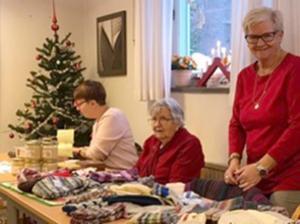 Annica Eklund, Elsa Thor och Eva Wiklund deltog på marknaden. Foto: Elisabet Yngström