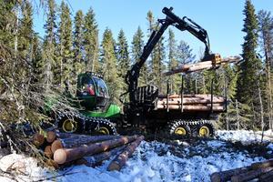 Även många skogsmaskiner drabbas.