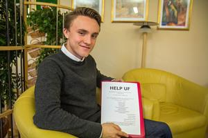 Linus Blom och de andra eleverna i Help UF har delat ut informationsblad i Nynäshamn.