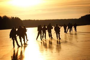 När isen lägger sig på Norra Yngern är det en populär plats för långfärdsåkarna. Nu kan de värma sig med en fika vid Hökmossbadet.