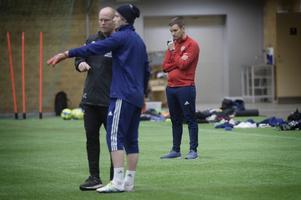 Andreas Pettersson tar emellanåt en tillbakadragen och analytisk position när GIF Sundsvall tränar.