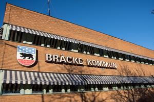 Enligt de uppgifter Anders Mjärdsjö (M) fått fram så är den politiska verksamheten betydligt billigare för invånarna i Bräcke än för den som bor i Ånge.