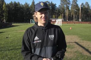 Mittbacken Robert Bronegård är bara en av flera aktiva profiler i Rengsjö som gärna ställer upp som ledare i ungdomsverksamheten.