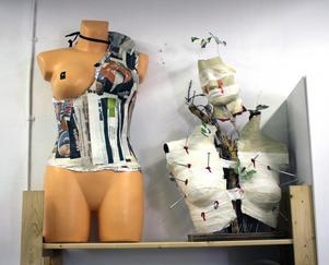 Emma Moréns ateljé präglas av hennes bakgrund inom mode och design.