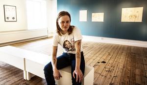 Edith Hammar på plats i Örnsköldsviks konsthall.