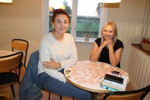 Irma Östblom Persson och Ida Olsson går till fritidsgården varje fredag.