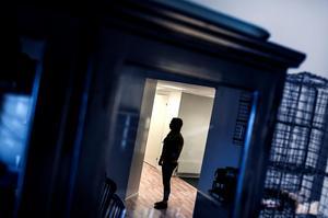 Tjej/kvinna som utsatts för hedersförtryck av sina föräldrar och därför lever under skyddad identitet. Foto: Pontus Lundahl / TT
