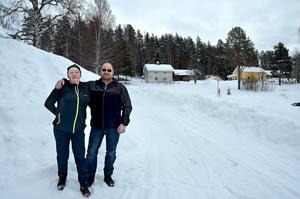 Lillian och Mats Ulander från Västanå hittade den försvunna skoteråkaren i skogen väster om Järkvissle.