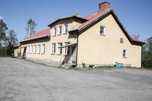 Kommunen ogillar att föreningen hyrde ut Folkets hus i Saxdalen till nazisterna. I framtiden kan föreningsbidrag frysa inne om föreningar hyr ut till exempelvis nazistiska grupperingar.