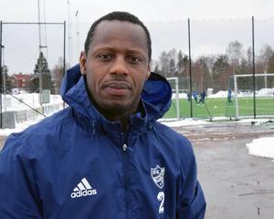 Samuel Barlay, 31, har landskamper för Sierra Leone på sitt cv.