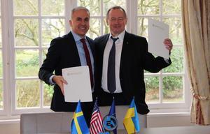 Aziz Dag och Yurii Nedashkovskyi, president för Energoatom.