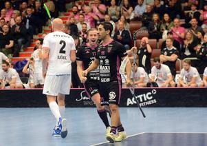 Hassan Hajo och Simon Cederström jublar efter ett av Faluns alla mål.