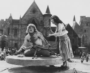 Lon Chaney som Quasimodo i  Wallace Worsleys film