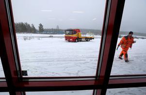 Martin och Puttes kollega Tobbe Henningsson har just kommit tillbaka till stationen från ett uppdrag.