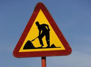 Skylten för vägarbete är en vanlig syn för Södertäljes trafikanter. Foto: Janerik Henriksson/TT