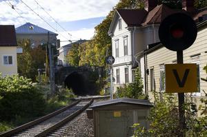 Med dubbelspår genom Hudiksvall riskerar flera byggnader att rivas.