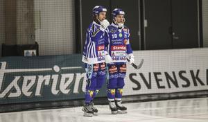 Daniel Andersson, till vänster, gjorde ett mål när Villa slog ut Vänersborg. David Karlsson blev mållös, trots två försök från straffpunkten.