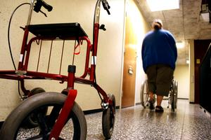 Insändarskribenten ifrågasätter om Södertälje kommun klarar av att leva upp till kraven i socialtjänstlagen vad gäller äldreomsorgen.