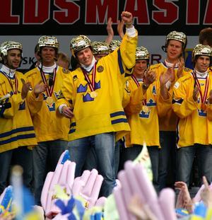 Klassiskt firande av VM-guld i Kungsträdgården. Bild: Bildbyrån.