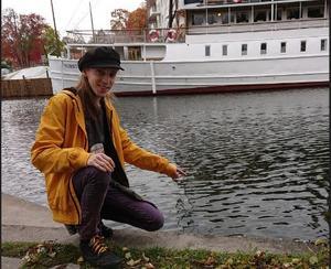 Här vid Hamnbron i Norrtälje hittade Albin Limnell en öronmanet. Foto: Privat