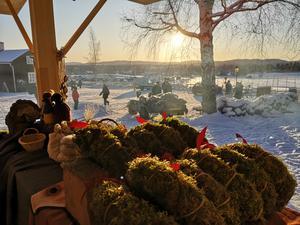 Stämningsfullt på Forngården i Delsbo vid den årliga julmarknaden. Foto: Åsa Eriksson