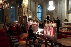 Andra advent så kröntes Torps lucia Elin Hultin i Torps kyrka. Bild: Lions