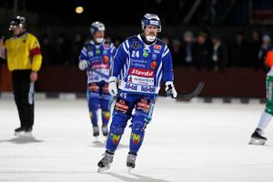 Martin Johansson skadades i samband med en hörna i den andra semifinalen mot Edsbyn hemma i Sparbanken Lidköping Arena. På onsdag möts lagen igen, med eller utan Johansson.