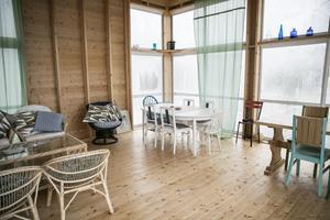 Under vintertid får det arkitektritade glashuset vila från besökare.