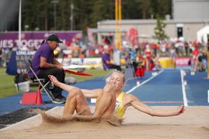 Kaiza Karlén, med släkt från Gävle på läktaren, lyckades inte ta medalj i längd – trots att hon kände den var inom räckhåll. FOTO: TT