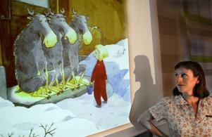 Pija Lindenbaum med Gittan - en av hennes odödliga figurer som nu kommer igen i en samlingsvolym. Bild: Jack Mikrut