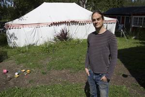 I cirkustältet och huset bredvid blir det loppis under kulturfestivalen.