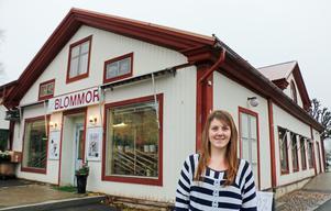 Nu när Eira Hedlund tar över byter butiken namn från Nornholms blommor till Torsåkers blommor.