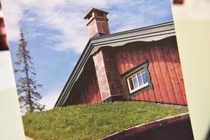 Rolf påpekar att stenen har många användningsområden och kan vara allt från en klocka på väggen till en skorsten.