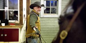 Henrik Steiner äger och driver Long Valley ranch tillsammans med sin fru. Ranchen har blivit ett nav i den by som växt upp kring hästintresset.