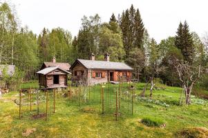 Fäbodställe som använts som fritidshus sedan 1922, sjötomt vid sjön Löttjärnen, 7,7 hektar tomt.  Foto: Kristofer Skog