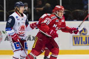 Modos Patrik Karlkvist har god målform.         Bild: Bildbyrån
